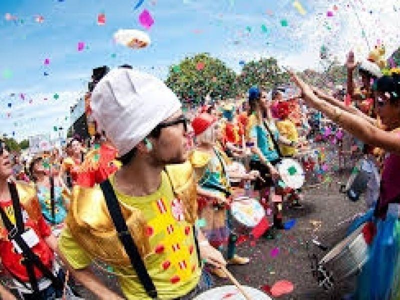 Vamos curtir o carnaval... Com cuidado