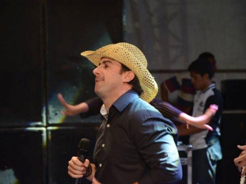 Galã, D2 e Maxylene Cruz fazem a festa em Penedo durante fim de semana