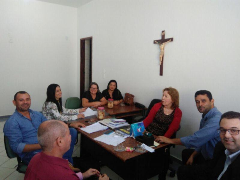 Prefeita Vera Dantas senta com líderes sindicais para discutir reajuste salarial e precatórios do Fundef