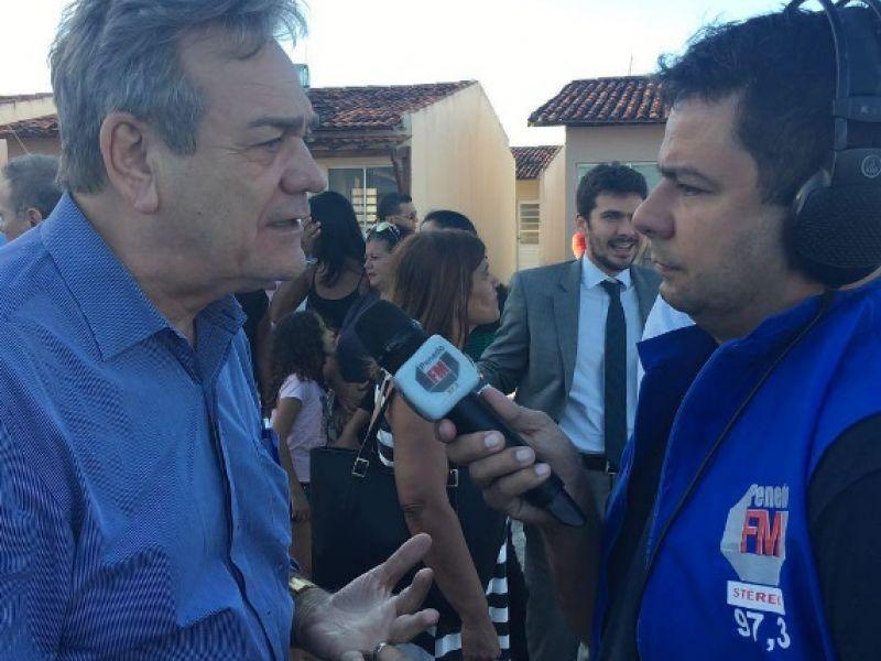 Ronaldo Lessa participa de entrega de casas e reafirma compromisso com Penedo