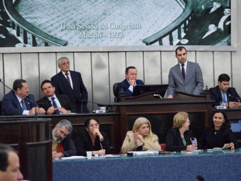 Deputados aprovam modificações em lei que regulamenta a realização de concursos
