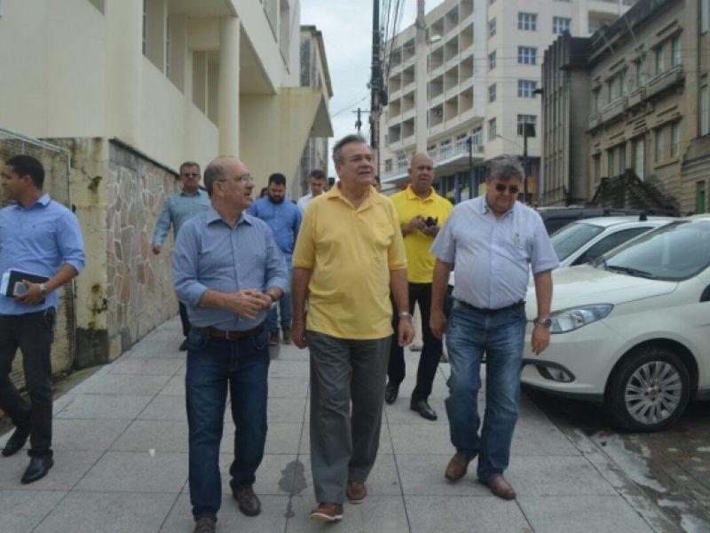 Em Penedo, deputado federal Ronaldo Lessa visita obras estruturantes