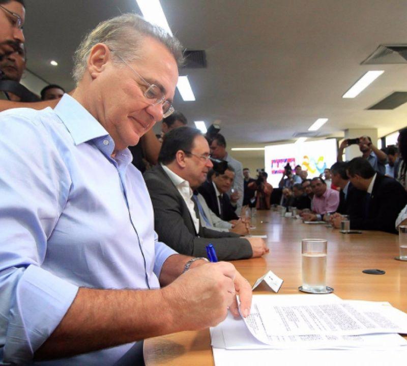 Senador Renan prestigia assinatura do contrato para construção do viaduto da PRF
