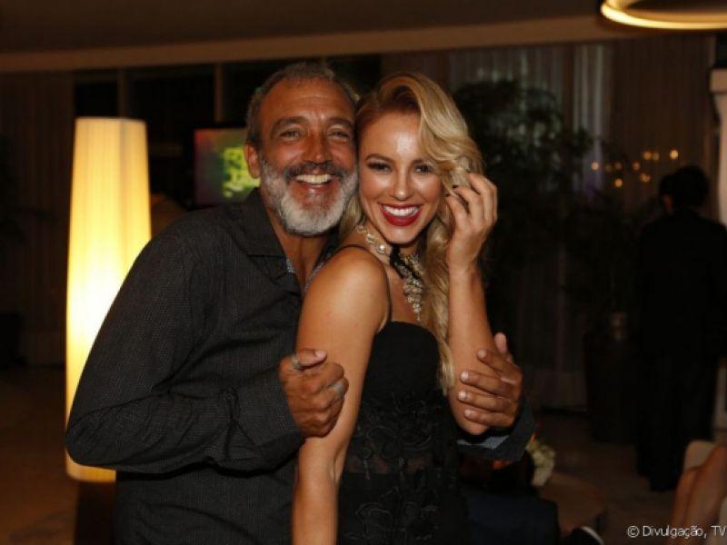 Paolla Oliveira mora com namorado e descarta casamento