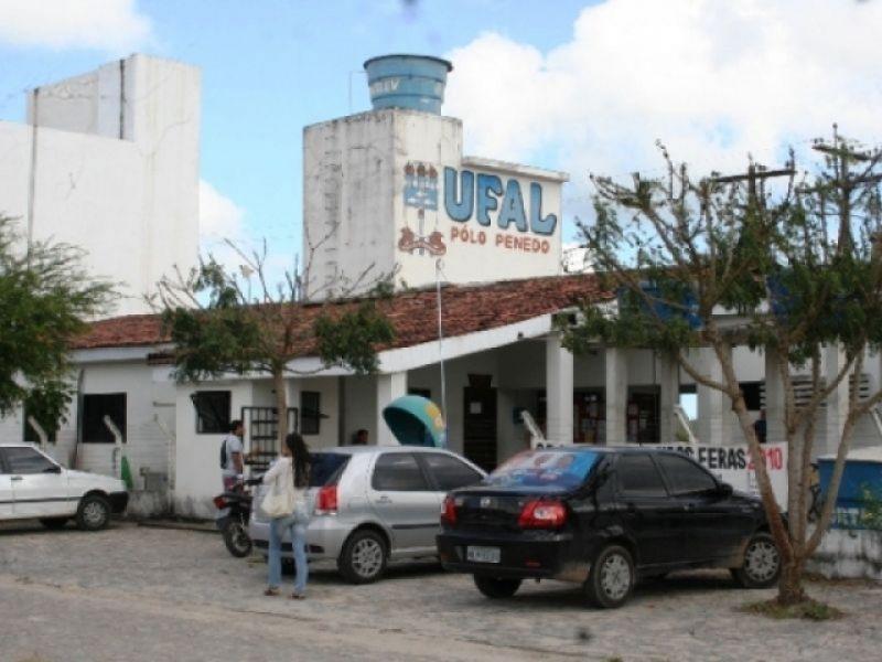 Estudantes e motorista de ônibus são roubados na porta da Ufal em Penedo