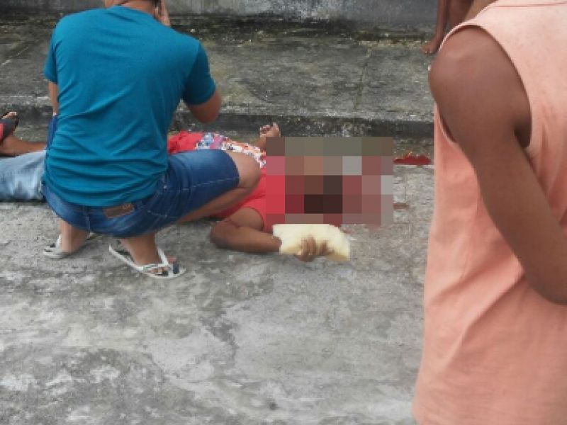 Homem é assassinado a tiros em plena luz do dia na parte alta de Penedo
