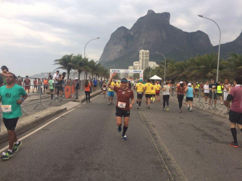 Juiz Claudemiro Avelino participa de Maratona Internacional e dedica medalha aos penedenses