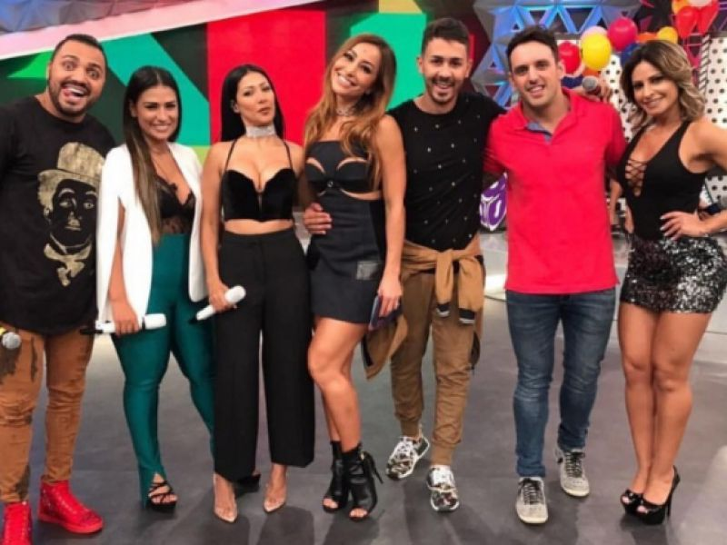 """Com famosos, Carlinhos Maia grava """"Programa da Sabrina"""" da Record TV"""
