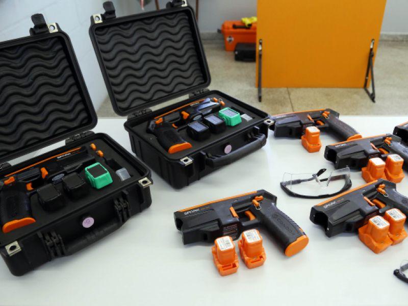 Aprovado o uso de arma de choque contra adolescente infrator internado