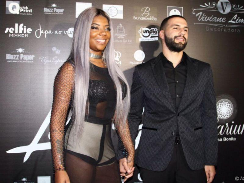 Cantora Ludmilla curte viagem com ex-namorado em Miami