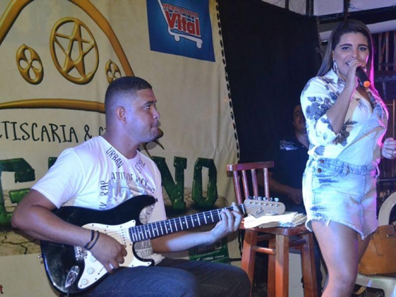 Maxylene e Rony Lucena são atrações para o fim de semana em Penedo