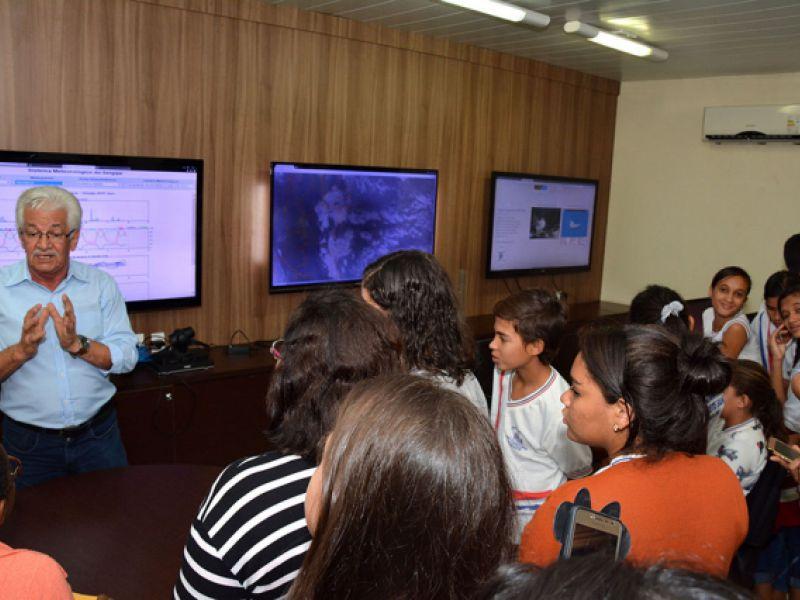 Alunos de escola municipal de Itabaiana conhecem o Sistema Meteorológico de Sergipe