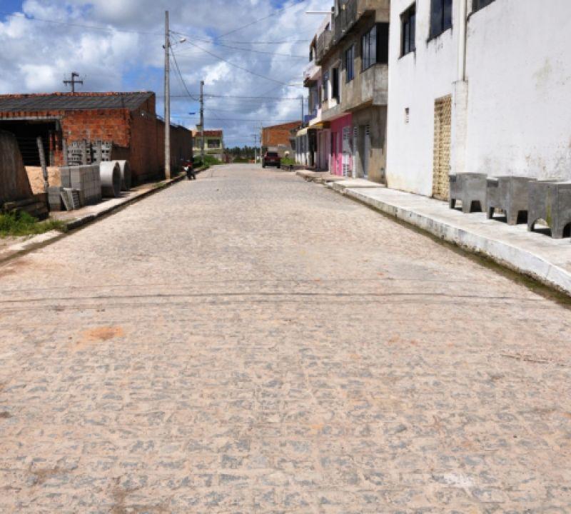 Ruas de loteamento em Itaporanga D'Ajuda são pavimentadas