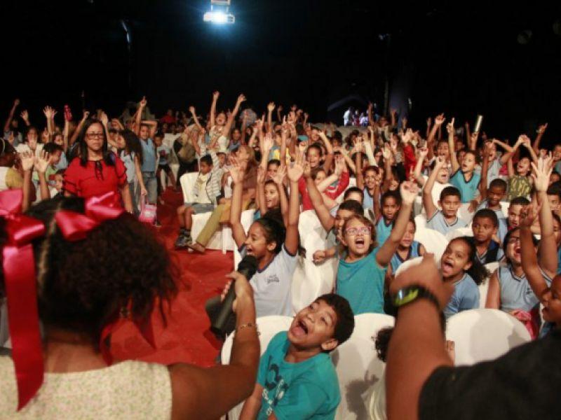 Criançada lota Sala de Exibições em primeira sessão da Mostra de Cinema Infantil em Penedo
