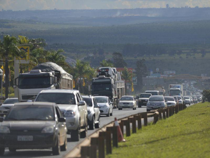 Comissão aprova anistia a quem dirigiu sem farol ligado em rodovias durante o dia