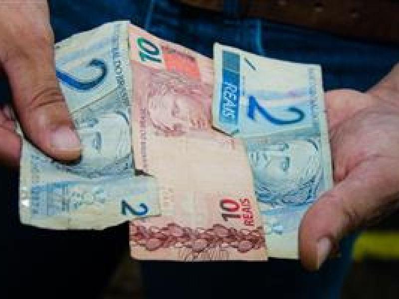 Servidores de Igreja Nova recebem 13º salário com pagamento incompleto