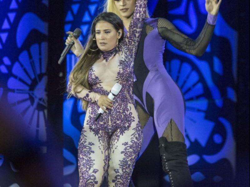 Web zoa Pabllo Vittar por diferença de altura com Simone e Simaria: 'Avatar'