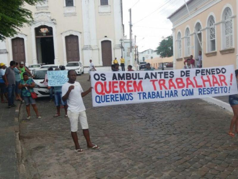 Manifestação provocada por vereadores penedenses frustra ambulantes e tem pouca adesão