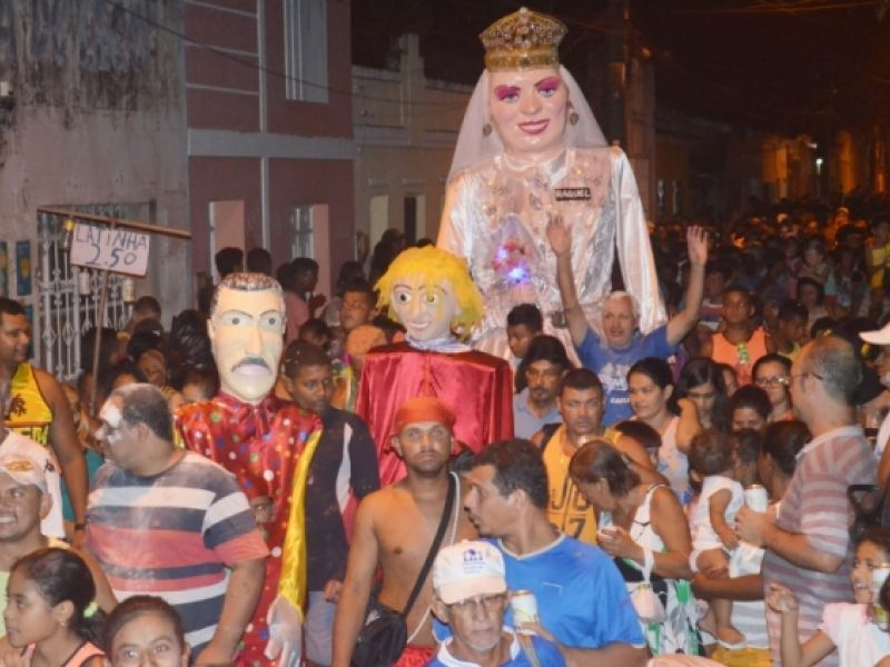 Bloco mais tradicional de Penedo desfila nesta sexta, 26, com a rainha das bonecas da região