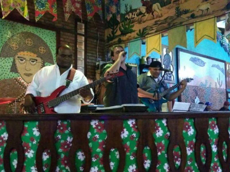 Banda Alphaville e prévias carnavalescas prometem movimentar Penedo no fim de semana