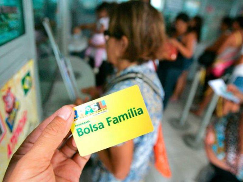 Beneficiários do Programa Bolsa Família devem informar mudança de escola dos filhos