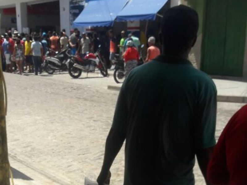Homem é assassinado em plena luz do dia no comércio da cidade de Penedo