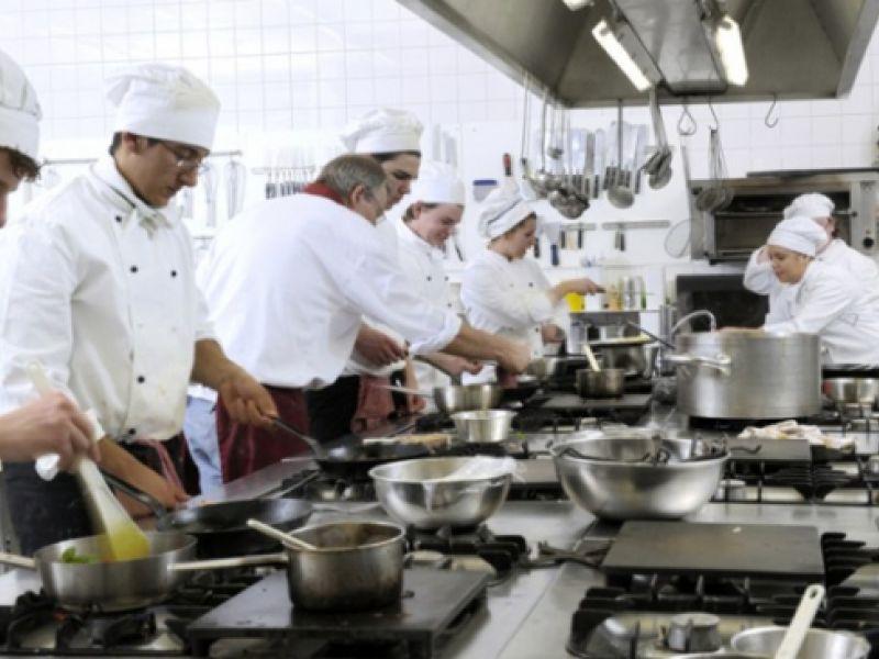 NAT recebe currículos de interessados em trabalhar em Neópolis/SE