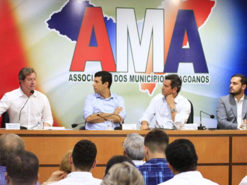 Marx Beltrão reafirma pré-candidatura ao Senado em evento na AMA
