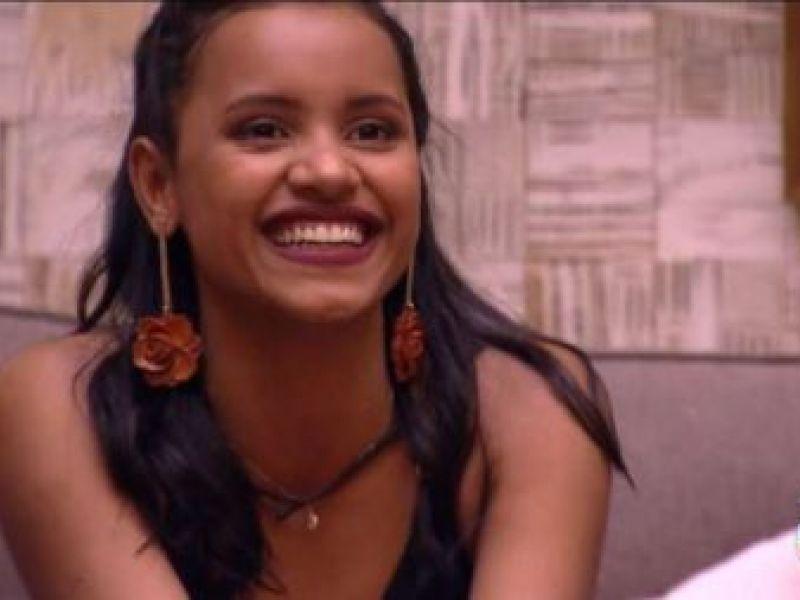 Campeã do BBB 18, Gleici grita 'Lula livre' ao vivo