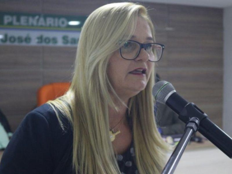 Vereadora Loura Amaral pede ação mais rígida de monitoramento e apreensão de animais em vias públicas