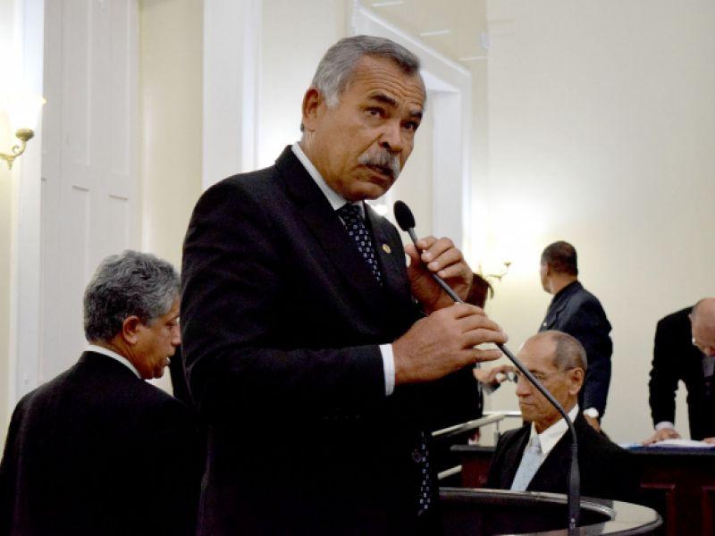 Empresas em Alagoas terão que instalar válvulas em hidrômetros para impedir passagem de ar
