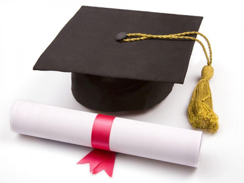 Aprovada proposta que proíbe cobrança de diplomas e certificados de conclusão de curso
