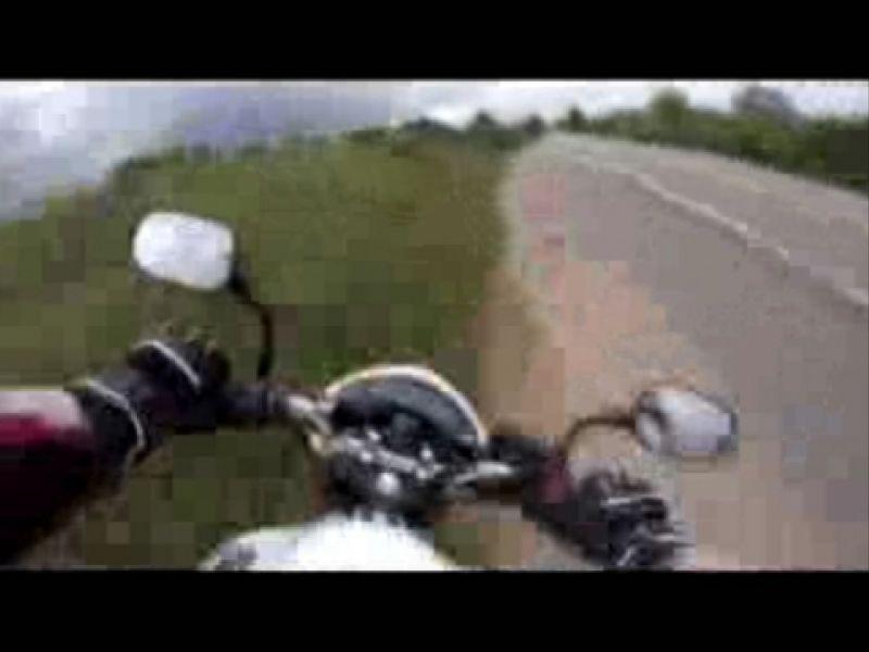 Vídeo: Motociclista que participou do Penedo Motofest grava próprio acidente