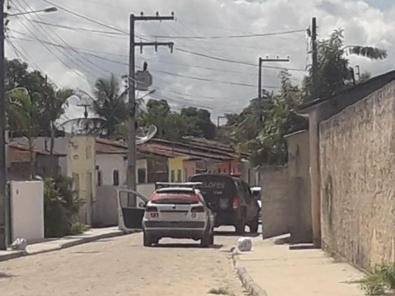 Acusado de crime de grande repercussão troca tiros com a polícia ao ser localizado em Penedo