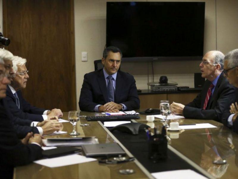 Parente: governo não considera mudar política de preços da Petrobras