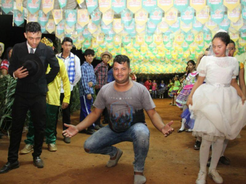 Integrante da Vila do Carlinhos Maia prestigia o São João de Arapiraca