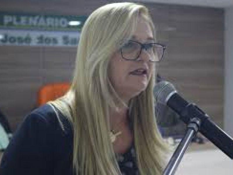 Vereadora Loura Amaral requer pagamento dos 60% do precatório do FUNDEB aos professores de Piaçabuçu