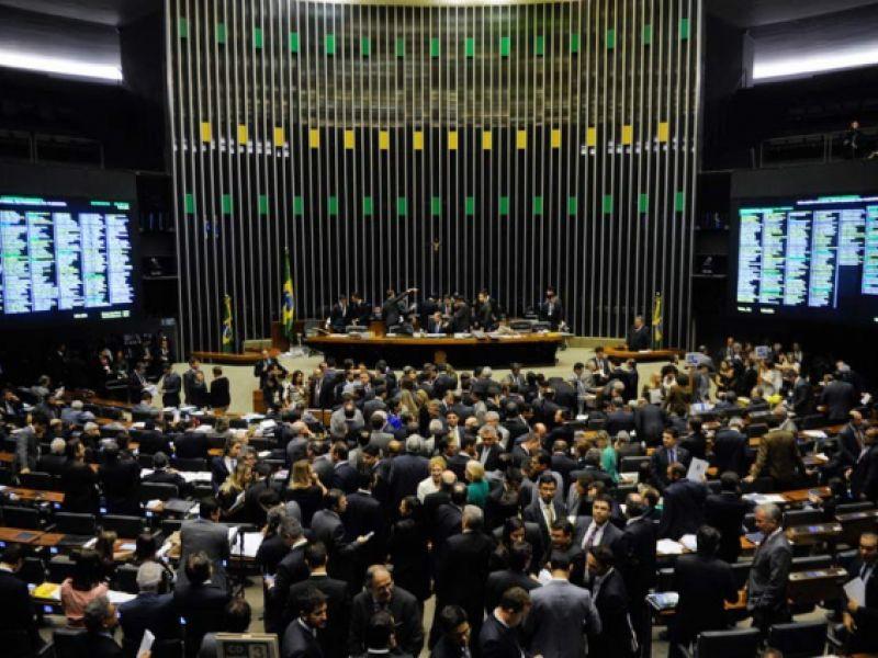 Projeto obriga deputados e senadores a migrarem para regime geral de previdência