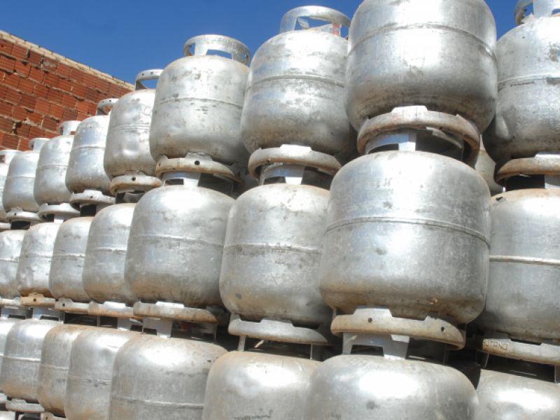 Projeto de lei inclui o botijão de gás entre os itens da cesta básica
