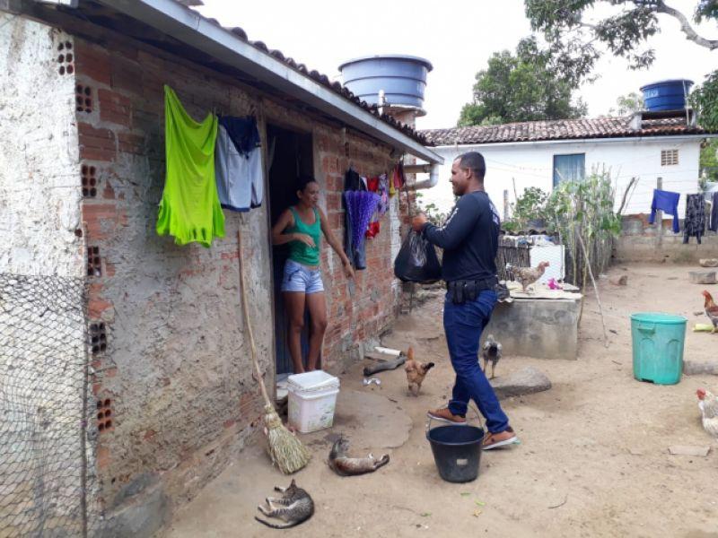 Policial Civil doa cestas básicas e ajuda comunidade carente de Igreja Nova