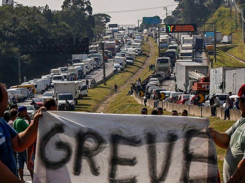 União dos Caminhoneiros do Brasil promete nova paralisação por tempo indeterminado