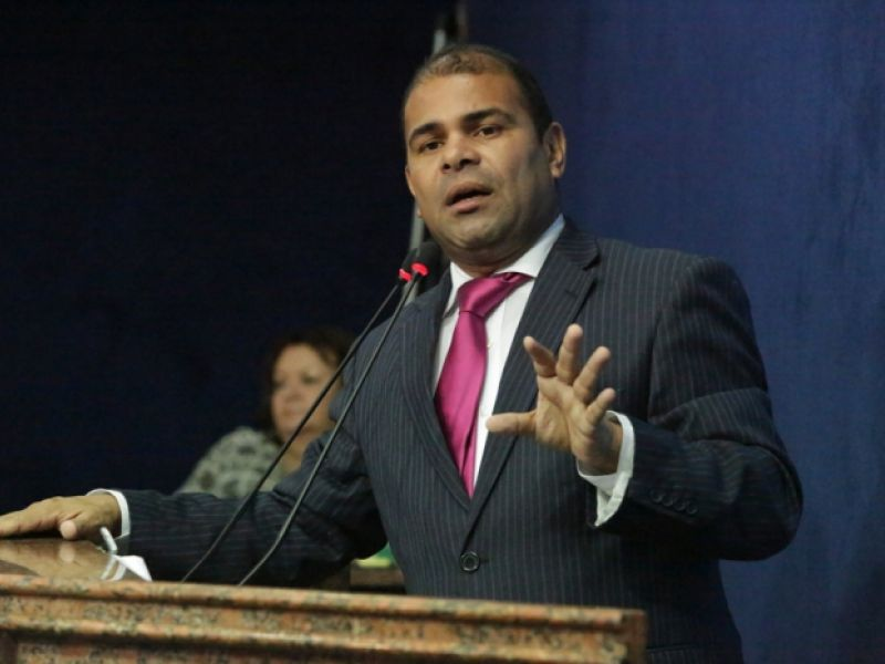 Vereador Silvânio Barbosa, de Maceió, é encontrado morto dentro do próprio apartamento