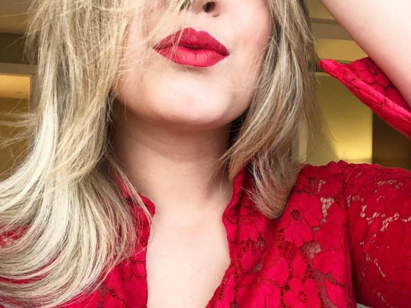 Sequência de selfie! Marília Mendonça faz caras e bocas e ganha elogios