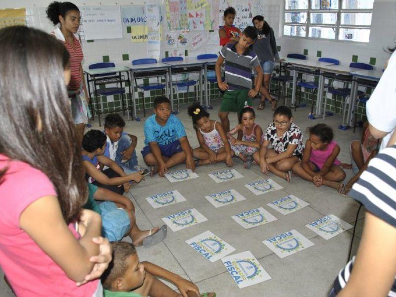 Estudantes participam de ação do Programa de Educação Fiscal