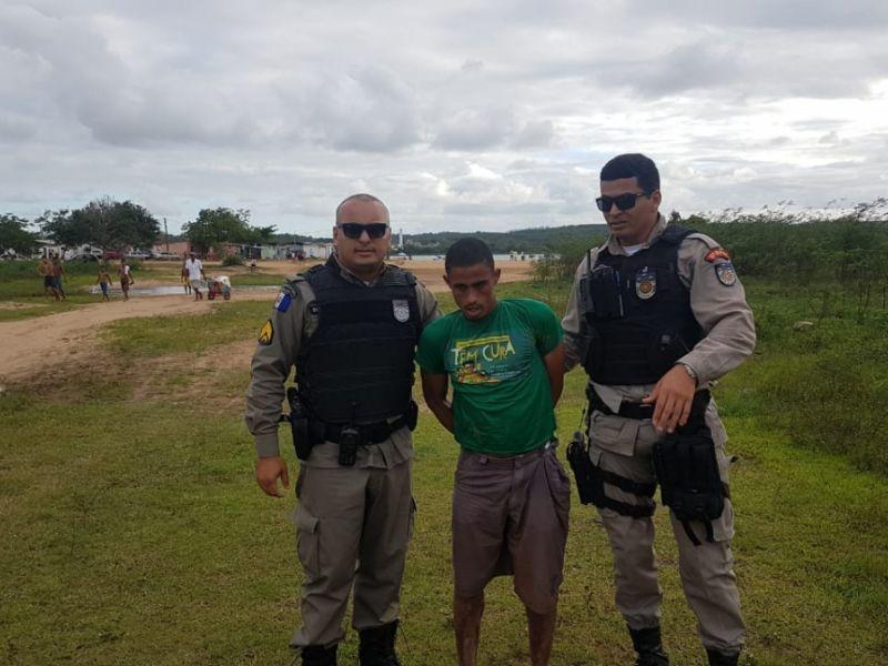 Jovem suspeito de praticar diversos assaltos em Penedo é preso pelo 11º BPM