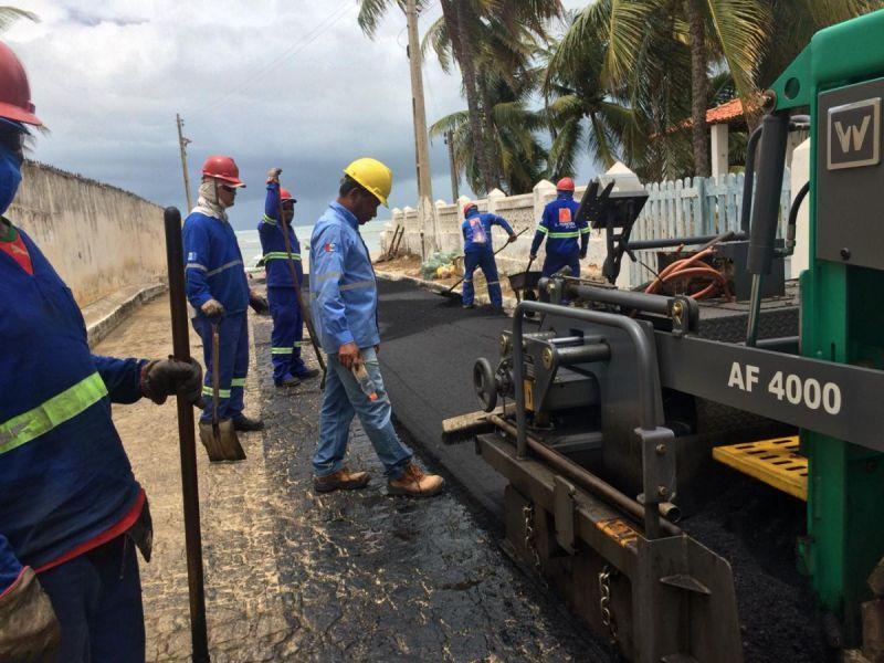 Ruas do distrito do Pontal do Peba começam a receber pavimentação asfáltica