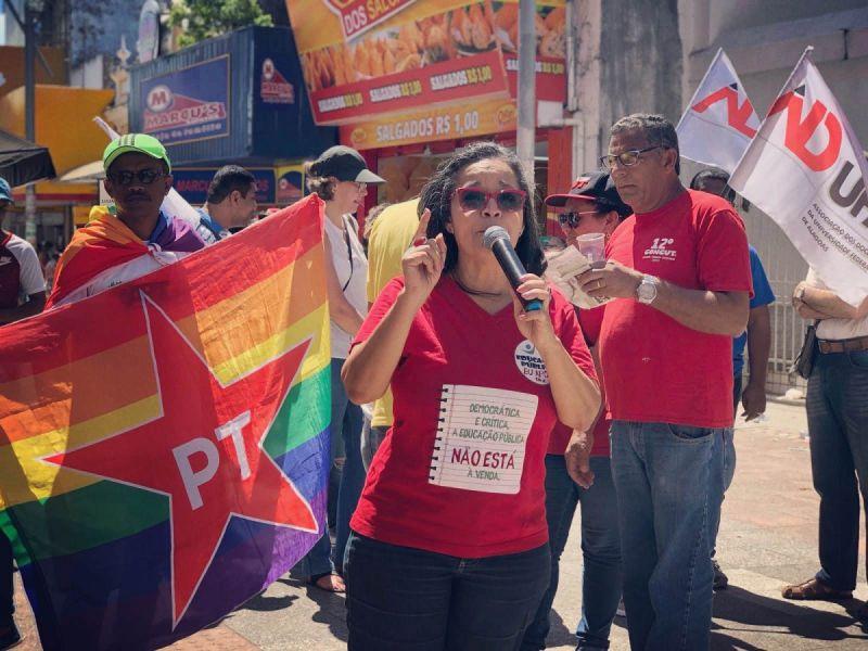 Mulheres realizam ato contra o fascismo, machismo, racismo e a LGBTfobia neste sábado