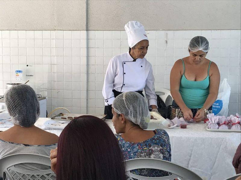 Projeto Mãos à Massa inicia oficina de pão de mel na cidade de Maceió