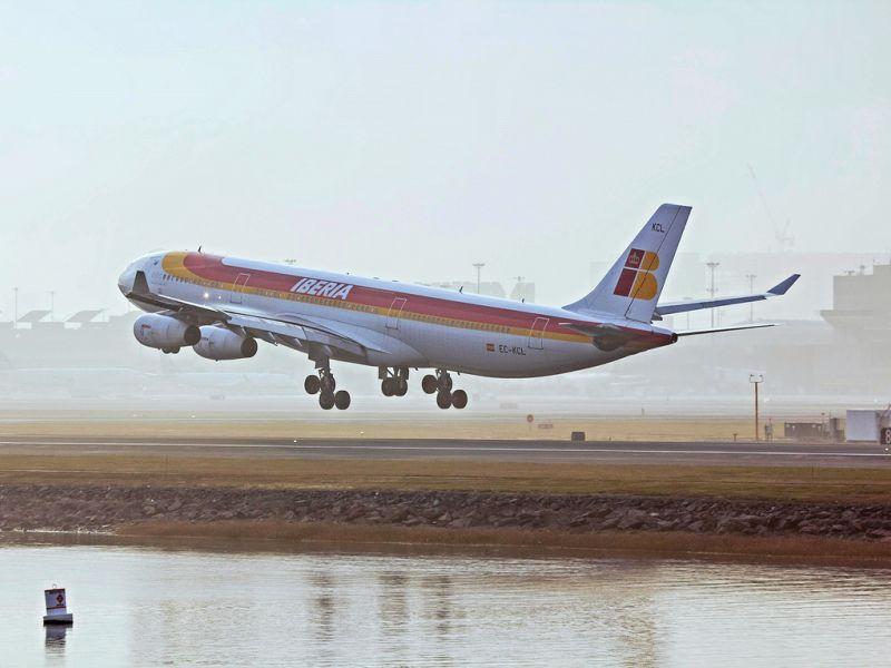 Justiça condena empresa que mudou passageiro para outra classe em voo