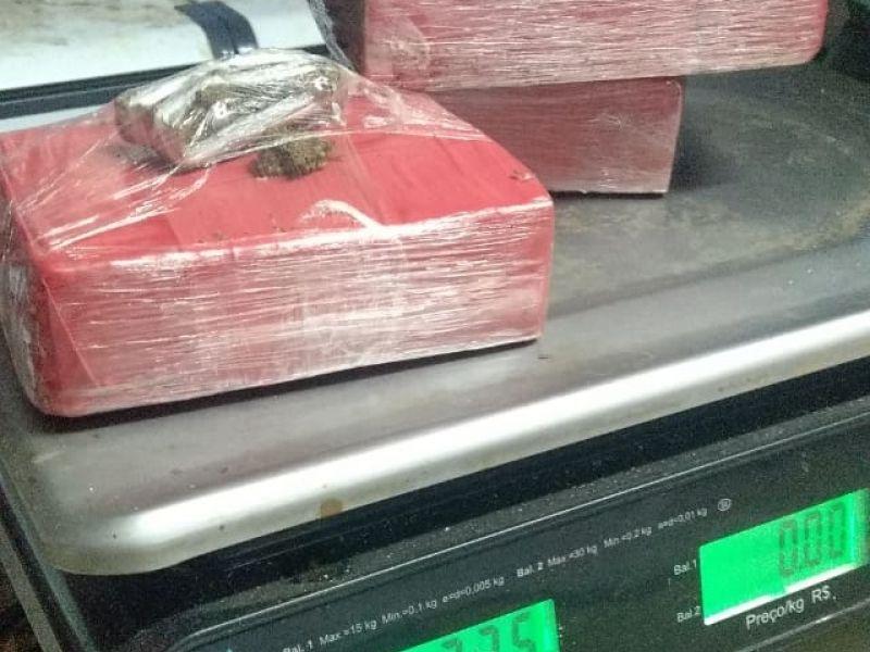 Operação conjunta resulta na prisão de acusado de tráfico e na apreensão de mais de 1 kg de maconha